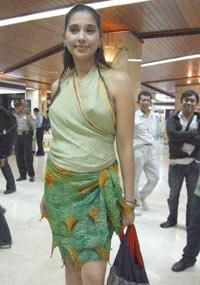 ... . Saudaranya, Sarah Azhari, Ibra Azhari, Rahma Azhari juga aktris
