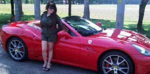 Inong dan Ferrarinya