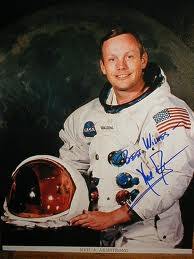 neil armstrong was left handed - photo #11
